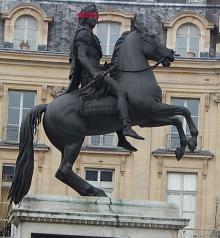 statue equestre Louis XIV Place des Victoires