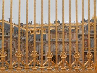 Les grilles - vue sur la Cour de Marbre